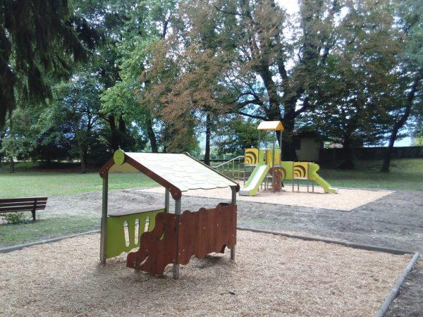CM 002 15 gamme City maisonnette structure de jeux extérieurs à usage collectif parc Le François VOREPPE scaled