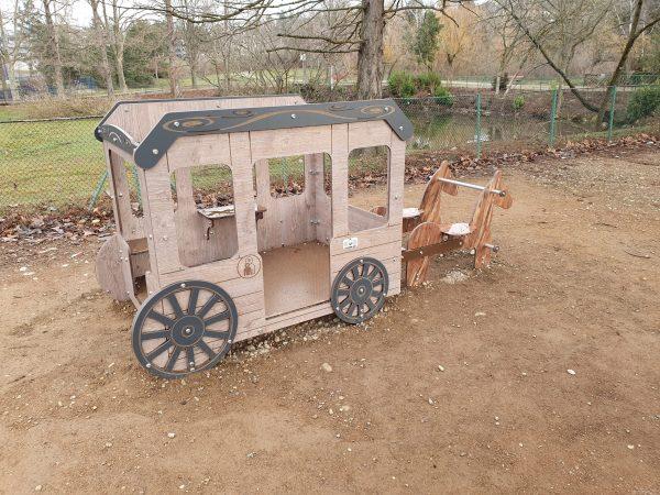 Carrosse jeux City véhicule CV 005 aire de jeux parc Jean Marc Villars scaled