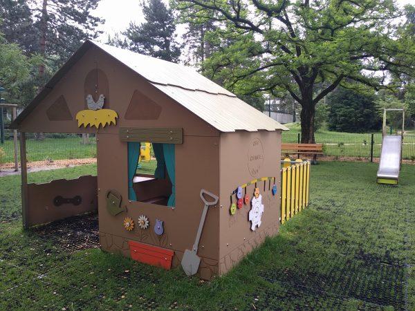 City maisonnette ferme jeux extérieurs enfants Grenoble place Charles Dullin scaled