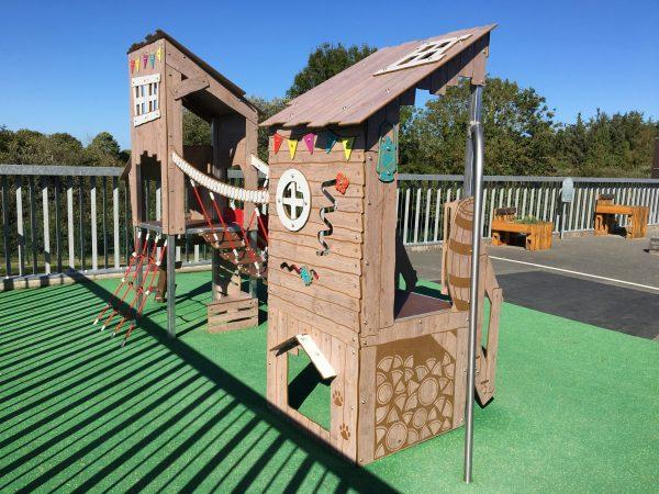 Structure de jeux extérieurs ultra déco gamme KAHUTE KA 12 2001 école Louise Michel PLOUFRAGAN scaled