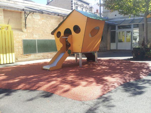 Structure de jeux maisonnette à usage collectif Ecole maternelle Argonne