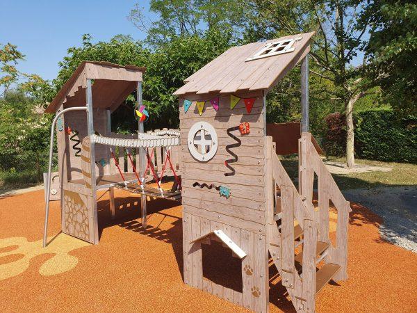 Structure de jeux pour collectivité gamme KAHUTE KA 09 3001 école Rosa Parks PRIVAS scaled